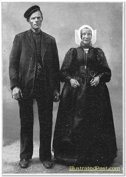 Man and woman in Laren, (in the Gooi).