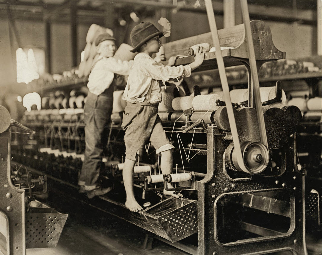 boys working in a factory 1908